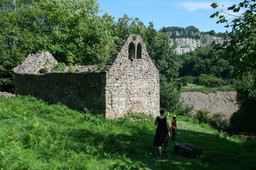 Ruienen der St James Kirche bei  Lancaut am Fluß Wye