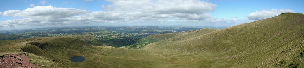 Blick vom Gipfel des Corn Du, Brecon Beacons National Park, Wales